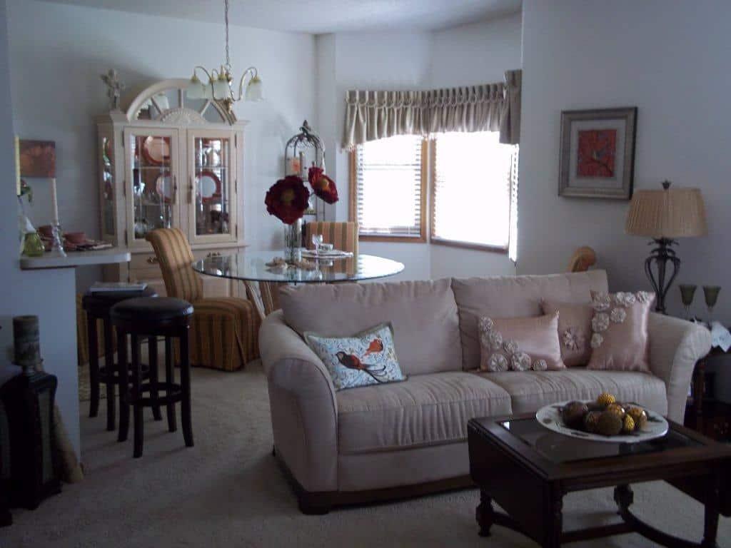 Sunset Home Villas - Dining & Living Room